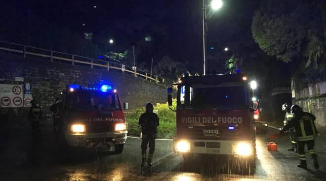 pompieri al lavoro maltempo al lavoro caduto carate urio notte