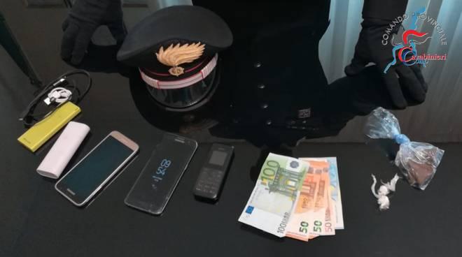spacciatore arrestato dai carabinieri faloppio bosco colverde spaccio droga