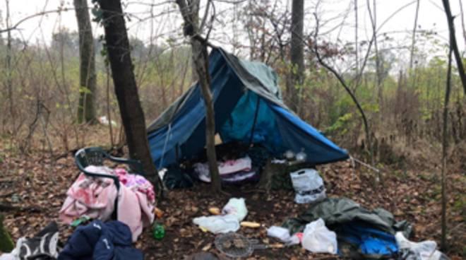 arresto per spaccio baracche bosco a bregnano carabinieri trovano droga