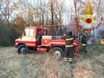 incendio al capanno parco pineta castelnuovo bozzente pompieri in posto