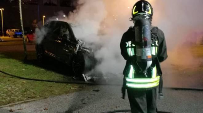 incendio auto parcheggio uci cinema di montano lucino