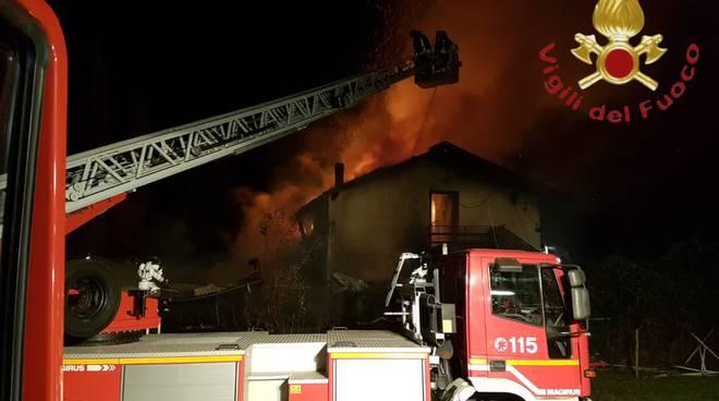 incendio ristorante la puntina di sorico alto lago, pompieri in posto