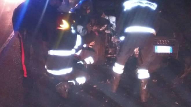 incidente figino serenza, ragazzo fuori strada con la sua audi: soccorsi pompieri