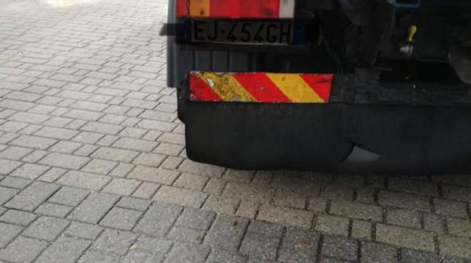 incidente sorico regina, suv contro il camion in fase di svolta
