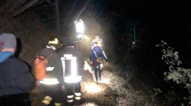 turisti tedeschi recuperati da pompieri boschi di lezzeno monte nuvolone recupero