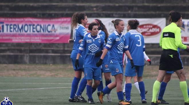 como 2000 calcio femminile lambrone di erba gruppo ragazze