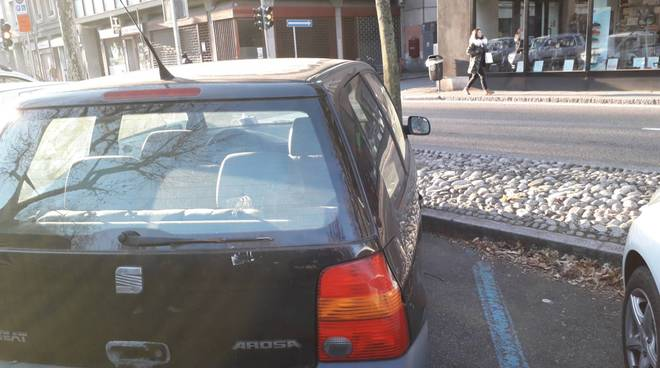 como viale varese, auto ferma e ripetutamente multata dal 24 luglio