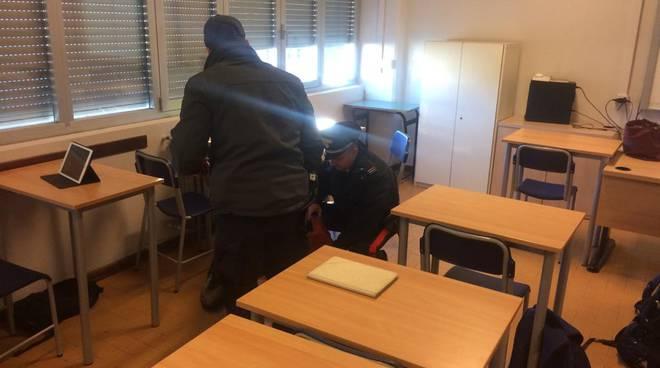 controlli carabi nieri scuole di albate con cani a ntidroga