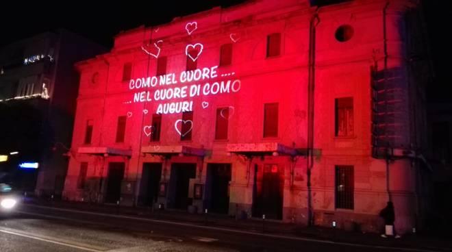 facciata politeama rossa con scritta como nel cuore