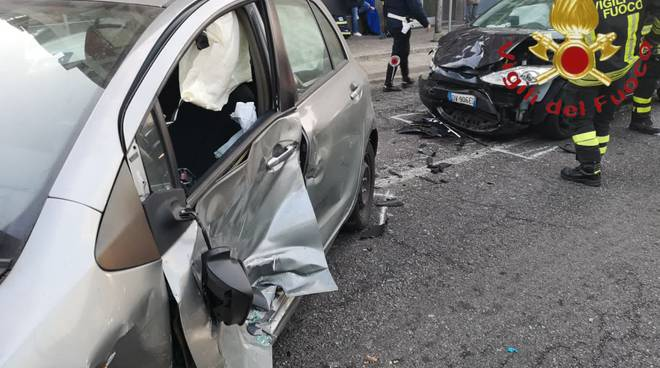 incidente tra auto a ponte chiasso via bellinzona