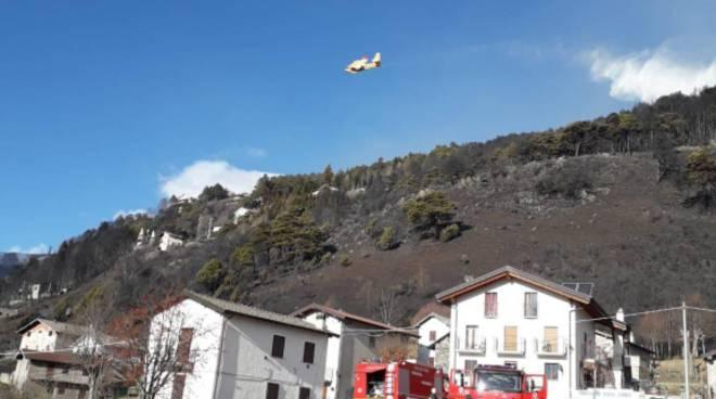 la devastazione del grosso incendio in alto lago; boschi distrutti
