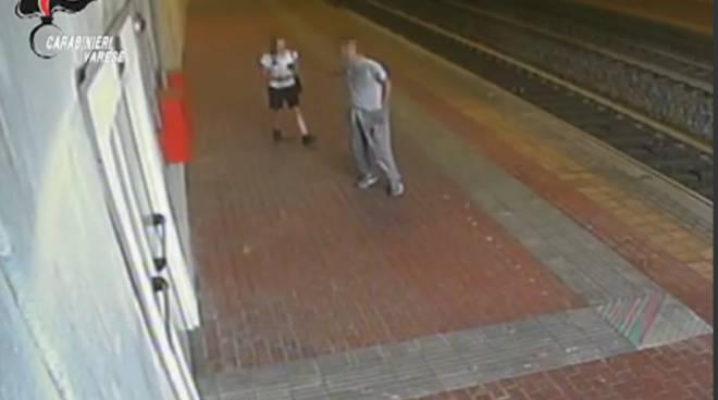 ragazza molestata in stazione a saronno, fermato giovane rovello immagini telecamere