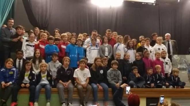 ragazzi premiati dal comune di Como per festa dello sport 2018