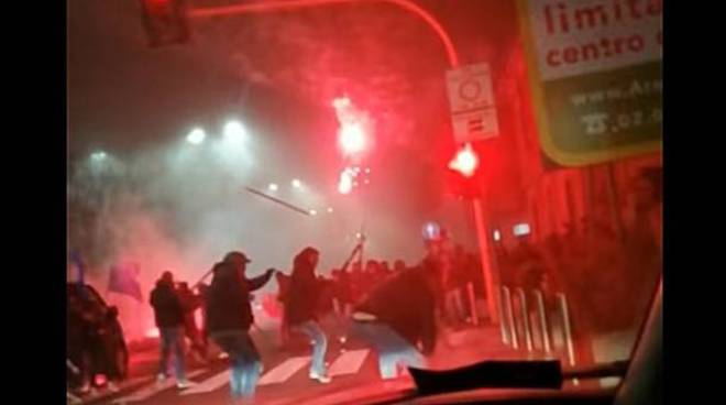 tifoso morto scontri a Milano daniele belardinelli manifestazione a varese