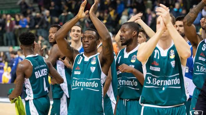 acqua san bernardo vince a Torino, immagini esultanza giocatori