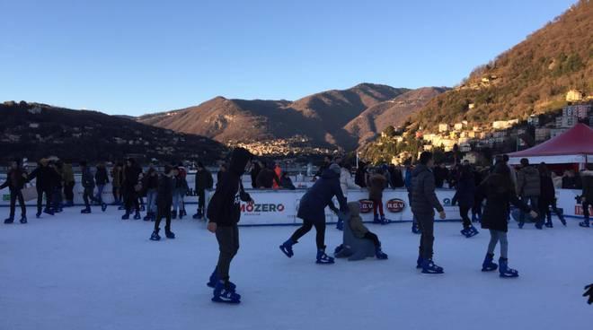 città dei balocchi ultime pattinate sulla pista del ghiaccio in piazza