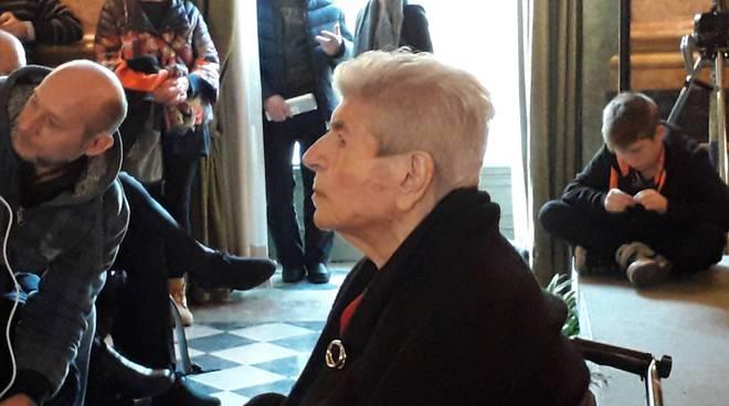 Giornata della memoria a villa olmo, parla la superstite Ines Figini davanti al pubblico