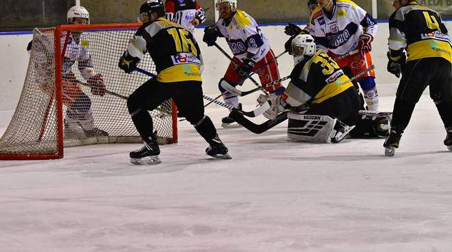 hockey como derby contro mastini varese a casate perso 2-7