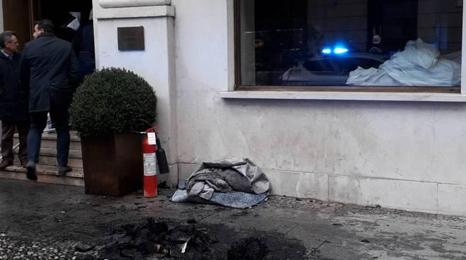 Incendio all'Hotel Posta di Como: grande la mobilitazione