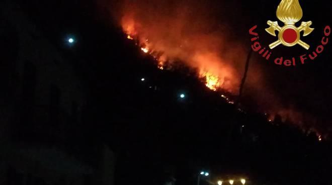 incendio boschi sopra san siro centro lago