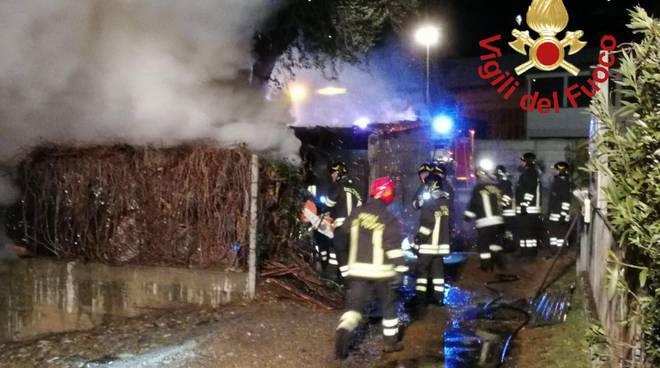 incendio domaso via case sparse azienda florovivaistica