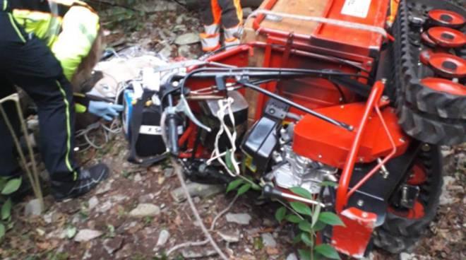 incidente trattore a pognana lario, si ribalta e muore pensionato