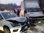 incidente via val mulini a cucciago scontro auto e furgone