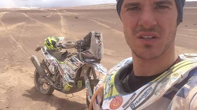 jacopo cerutti costretto al ritiro dakar 2019 caduto nel deserto lui e la moto