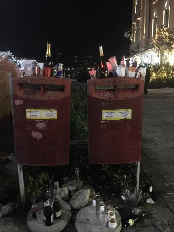 La lunga notte di capodanno a Como: traffico, gente e bottiglie vuote