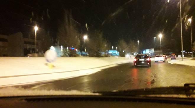 neve sulle strade del comasco questa notte