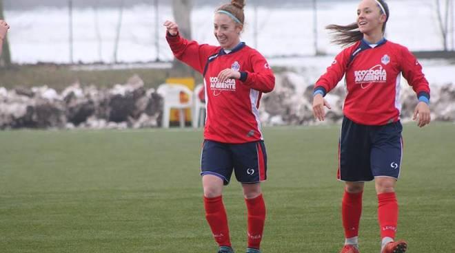 calcio femminile esulta la como 2000 traviolto oristano in casa