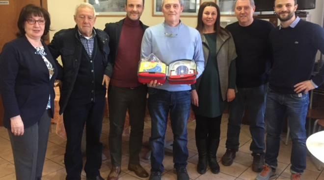 cantù defibrillatore donato al bar per festa santa apollonia