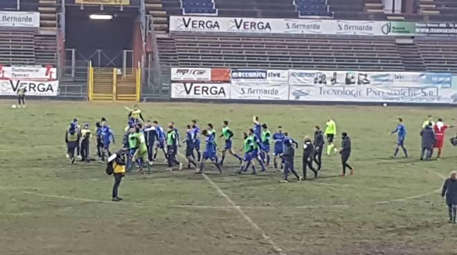como vince contro il Mantova al Sinigaglia festa dei calciatori in campo