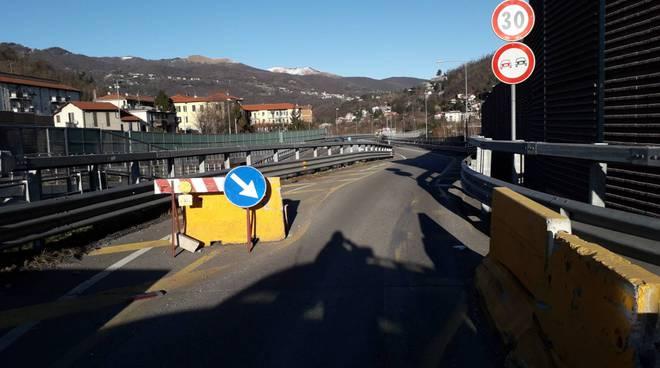 Delirio traffico a Camerlata, chiuso il Viadotto per un tir che ha rotto il serbatoio