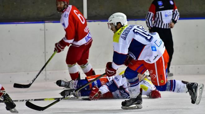 hockey como sconfitto a casate da Alleghe, retrocessione sicura