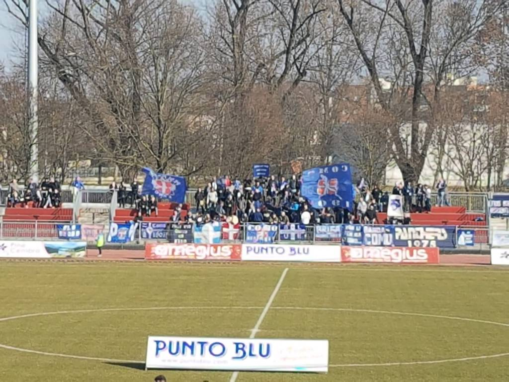 8487226a8f ... con boario · il como vince a Legnago immagini partita tifosi e squadra  in campo ...