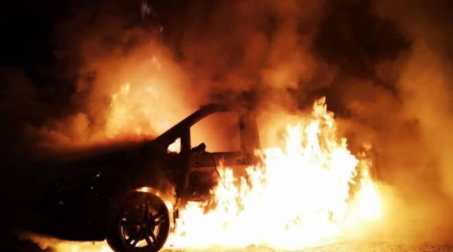 incendio auto rebbio pompieri