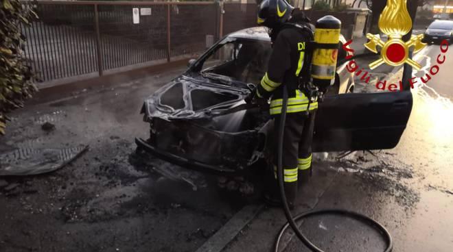 incendio auto via giovanni da cermanate cantù