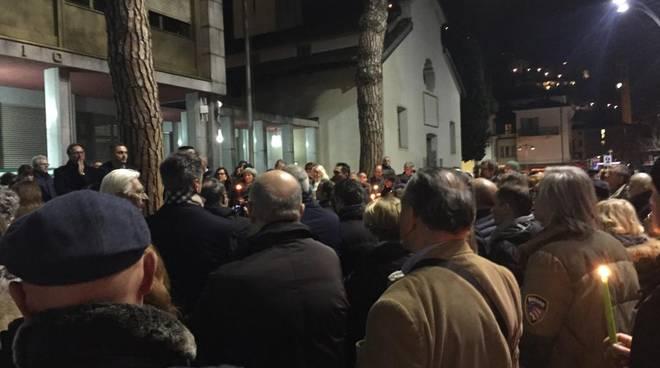 La protesta dei dipendenti di Campione assieme ai politici