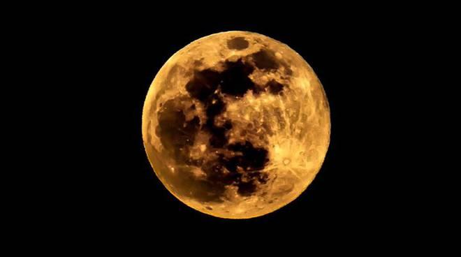 La super luna nel cielo di Como e provincia: le foto del lettori