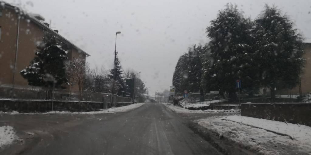 le foto dei nostri amici di CiaoComo sotto la neve di oggi: Cadorago