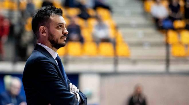 nicola brienza coach pallacanestro cantù primo piano