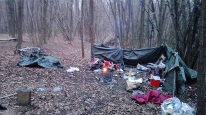 bivacco dello spaccio a casnate bosco tenda scoperto carabinieri