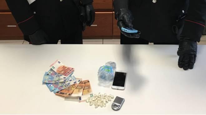 carabinieri di mariano arrestano giovane a cabiate per detenzione a fini di spaccio droga