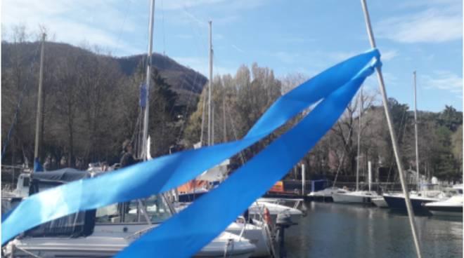 giornata nmondiale acqua a como bandiera blu su barca