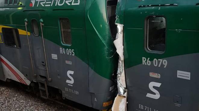 incidente fra treni stazione di inverigo questa sera immagini stazione treni e soccorsi