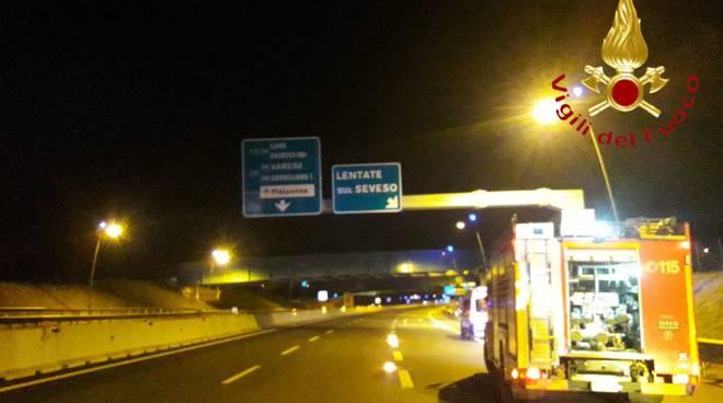 incidente notte pedemontana lentate auto fuori strada soccorso pompieri lomazzo