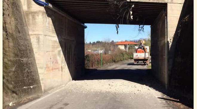 incidente ponte sotto novedratese a carimate, strada chiusa per ragioni sicurezza