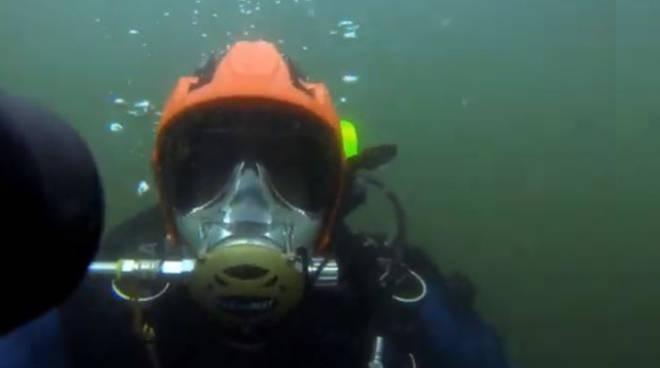 le immersioni dei sub nel lago di como questa mattina