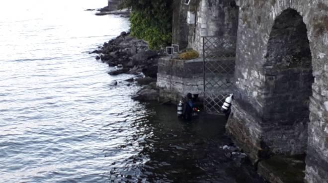 le immersioni dei sub nel lago di como questa mattina a villa geno a como